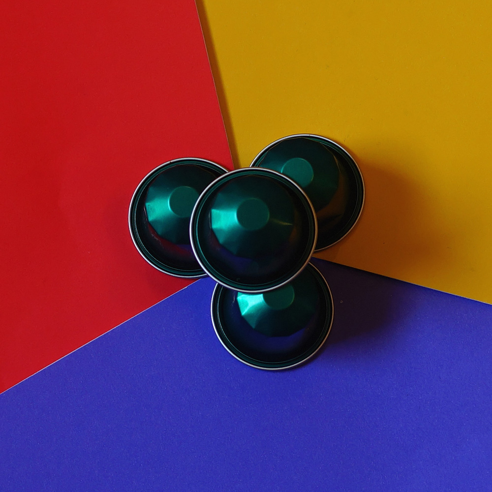 La Independencia coffee capsules by Colonna on a bright backgound
