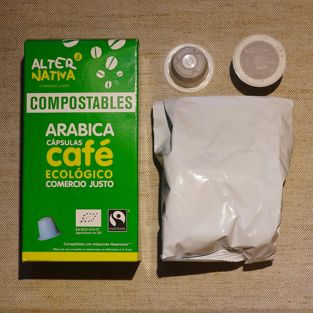 AlterNativa3 - compostable coffee capsules with a packaging and a green box on beige background