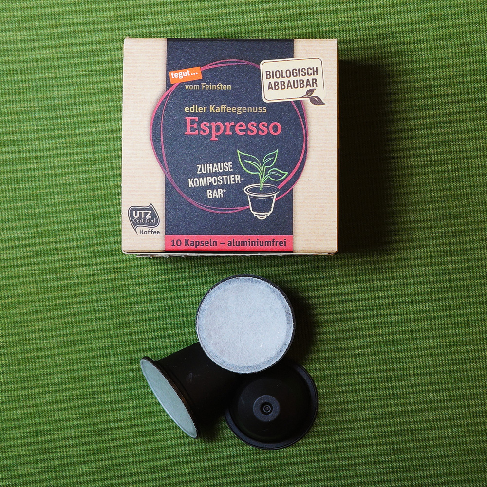 Espresso by Tegut: a coffee capsule box with black capsules on the green background